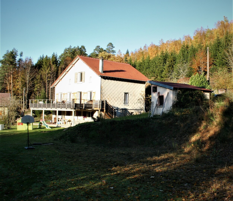 Prachtig recent gerenoveerde woning aan de rand van een dorp op loopafstand van alle voorzieningen.